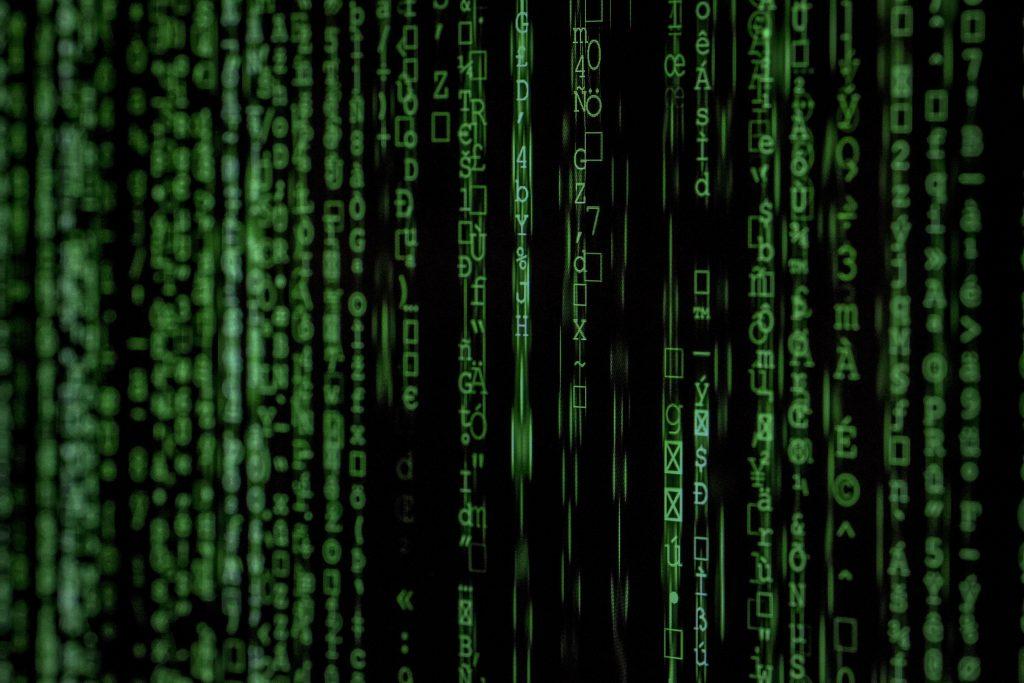 Illustration de cette complexité avec des lignes de code à la matrix